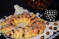 Картинка чайник, орехи, кулич, цукаты, перепелиные яйца
