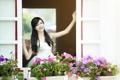 Картинка девушка, цветы, настроение, окно, азиатка