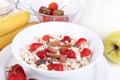Картинка хлопья, Здоровый завтрак, мюсли с молоком и фруктами и свежими ягодами, cereals