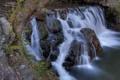 Картинка трава, река, камни, дерево, скалы, водопад