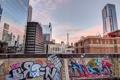 Картинка небо, город, граффити, забор, небоскребы, Чикаго, Иллиноис