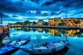 Картинка город, отражение, река, дома, лодки, причал