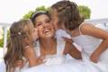 Картинка дети, смех, невеста, поцелуи, поздравления, Свадьба