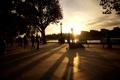 Картинка лучи, закат, город, фото, люди, обои, улица