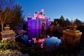Картинка вода, огни, отражение, сказка, подсветка, Замок Спящей Красавицы, Парк Диснейленд