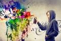 Картинка девушка, креатив, краски, граффити, блондинка, браслеты, баллончик