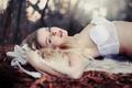 Картинка девушка, поза, белье, блондинка, лежит