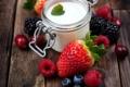 Картинка малина, черника, клубника, мята, йогурт
