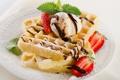 Картинка клубника, мороженое, десерт, вафли, листья мяты