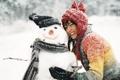 Картинка обнимашки, улыбка, зима, снег, девушка, потрясающе, снеговик