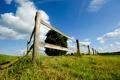 Картинка поле, небо, трава, обои, пейзажи, забор, луг