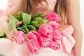 Картинка девушка, цветы, ребенок, тюльпаны