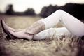 Картинка девушка, природа, ноги, джинсы, сапожки
