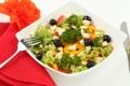 Картинка маслины, еда, зелень, сыр, огурцы, столовые приборы, салат