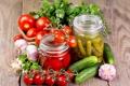 Картинка зелень, помидоры, огурцы, чеснок, консервирование