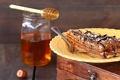 Картинка ложка, пирог, шоколад, мед, орехи, глазурь, медовый