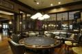 Картинка стол, комната, диван, кресла, покер, игровая, телевизоры.