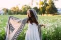 Картинка девушка, белое, платье, палантин