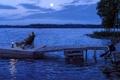Картинка ночь, река, луна, пристань, лодки, фонарь, рыбаки