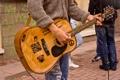 Картинка гитара, музыка, улица