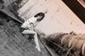 Картинка рельсы, Девушка, вагоны, Фотограф Юрий Дьяков, железная дорога.