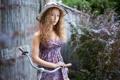 Картинка велосипед, портрет, платье, кудряшки, шляпка, Лиза