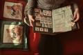 Картинка руки, альбом, марки
