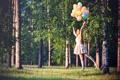Картинка лес, трава, девушка, шарики, деревья, настроение, полёт