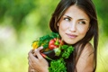 Картинка зелень, взгляд, девушка, улыбка, баклажаны, шатенка, овощи