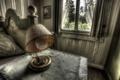 Картинка стол, лампа, окно