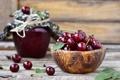 Картинка листья, вишня, ягоды, доски, банка, миска, варенье