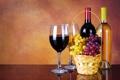 Картинка вино, корзина, бокалы, виноград, бутылки
