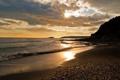 Картинка песок, море, волны, небо, вода, солнце, лучи