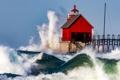 Картинка волны, брызги, шторм, дом, маяк, пирс, США