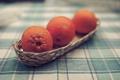 Картинка стол, обои, апельсины, скатерть