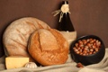 Картинка бутылка, сыр, хлеб, чеснок, горшочек, орухи