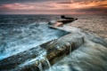 Картинка море, небо, вода, закат, брызги, пирс, бетон