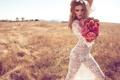 Картинка поле, трава, девушка, цветы, секси, модель, розы