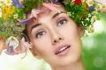 Картинка васильки, зелень, девушка, ромашки, листья, лилии, венок