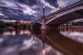 Картинка небо, тучи, мост, огни, река, рассвет, Прага