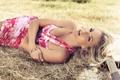 Картинка девушка, модель, гитара, платье, блондинка, лежит, браслет