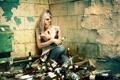 Картинка девушка, ситуация, бутылки