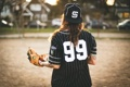 Картинка девушка, бейсбол, тату, форма, перчатка, татуировки, бейсболка