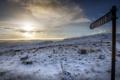 Картинка зима, поле, закат, указатель