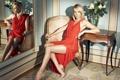 Картинка поза, красное, платье, блондинка, charlize theron, шарлиз терон