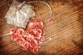 Картинка коробка, подарок, сердце, лепестки, vintage, винтаж
