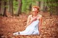 Картинка лес, девушка, листва, ткань, причёска, рыжеволосая