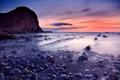Картинка море, закат, туман, скала, камни