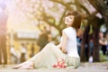 Картинка девушка, цветы, улыбка, настроение, улица