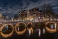 Картинка ночь, огни, река, дома, Амстердам, мосты, набережная